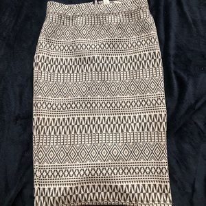fitted black & white pencil skirt